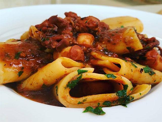 Ricetta Ragu Di Polpo.Paccheri Al Ragu Di Polpo Chef Stefano Barbato